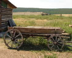 Старинная деревянная телега