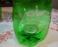 Простой поильник из пластиковой бутылки