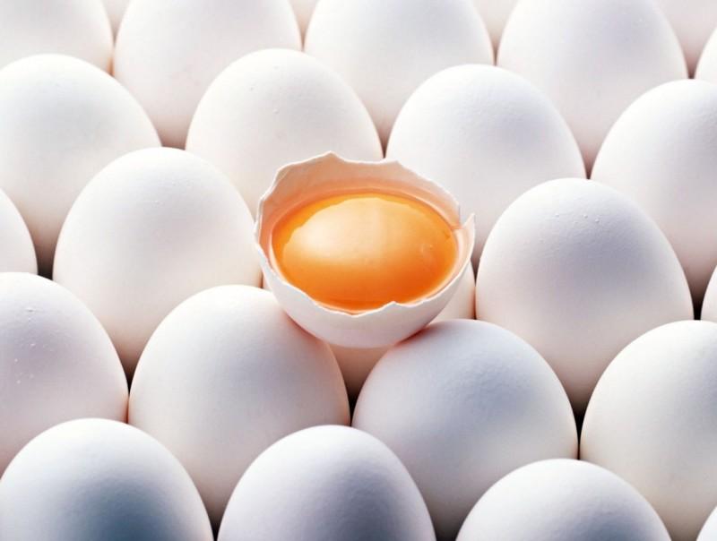 Одно разбитое яйцо среди целых