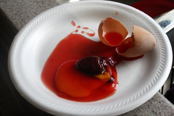 Яйцо с кровью