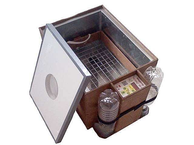 Инкубатор для высиживания яиц