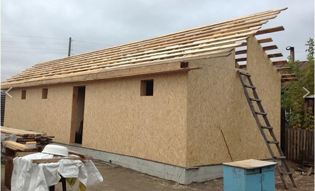 Возведение крыши будущего курятника