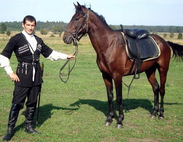 Молодой джигит и конь