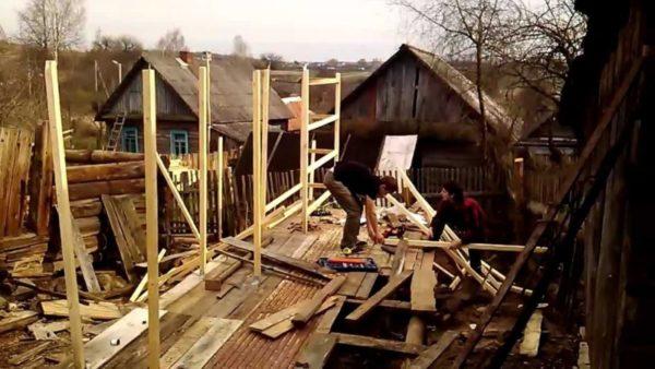 Начальный этап строительства шеда